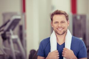 Diese Muskelgruppen lassen sich mit einer Klimmzugstange trainieren